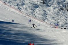 ジャパンパラが終わった翌日、29日から日本代表選手らの合宿が同じ八方尾根のゲレンデで行なわれた。初日はSGのポールをセットした。馬止めジャンプを飛ぶ、バンクーバー金メダリスト狩野亮