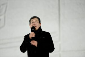 昨年、JPC副会長とIPC理事に就任した山脇康氏。2月9日、旭川冬まつり会場のステージで。