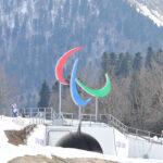 雑感/バイアスロンセンター Cap:選手達の活躍を見守るパラリンピックマーク