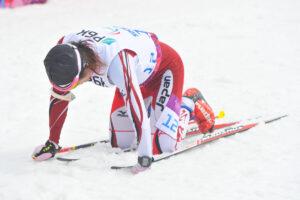 日本・佐藤圭一選手/Men's 7.5km standing Cap:フィニッシュ後、倒れこむ佐藤選手(RYO ICHIKAWA/studioAFTERMODE)