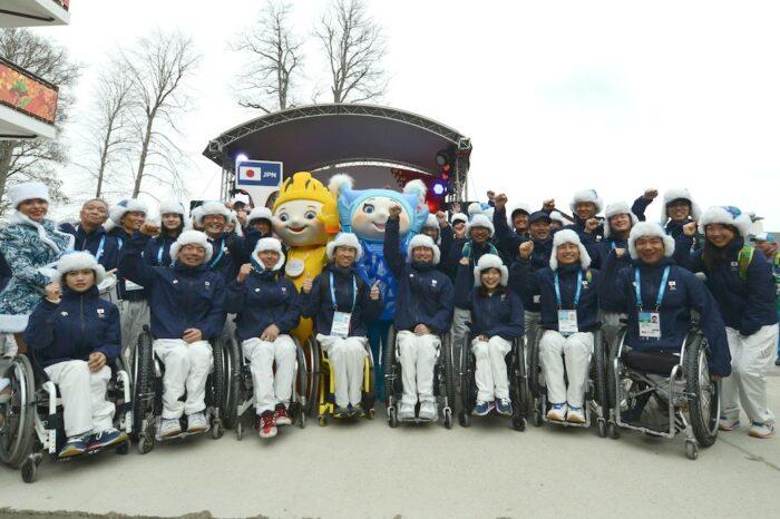 選手村、入村式での日本チーム。