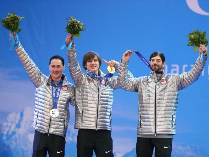 ソチパラリンピック・新種目スノーボード(男子)のメダルセレモニーにて。左よりSHEA Michael(USA)、STRONG Evan(USA)、GABEL Keith(USA))(写真:比嘉優樹)