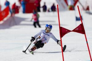 3月16日、女子大回転のレースに出場。5位入賞を果たした村岡桃佳の滑り。スタート地点付近で(写真:堀切功)