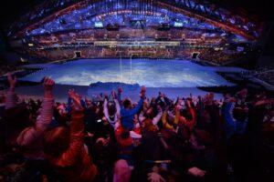 ソチパラリンピック開幕を待つ観客席のウェーブ