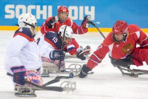 アイススレッジホッケー決勝戦は、アメリカがロシアを1-0で下し、大会2連覇を達成した。
