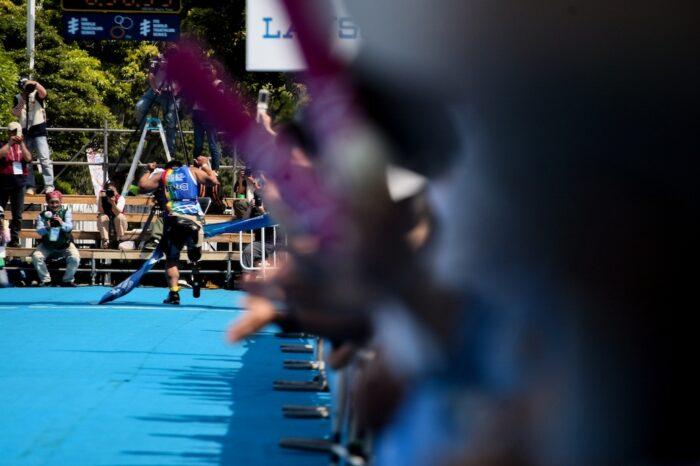 フィニッシュへ向かう大腿切断の長田信久(38歳・東京都) 写真:佐藤亮