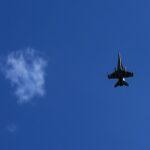 開会式の空を駆け抜ける戦闘機の演出