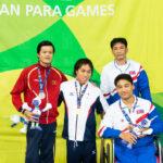 男子100M平泳ぎSB6 金メダルの木村潤平、表彰式で