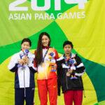 女子100M平泳ぎSB8の表彰
