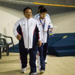 木村敬一(24歳・東京ガス)と寺西真人コーチ。男子200M個人メドレーS12の表彰で