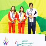 女子100M背泳ぎS10の表彰式