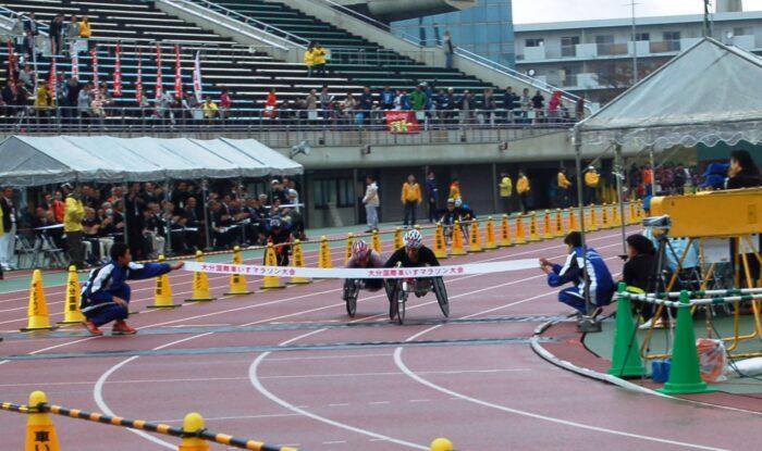 2年連続のデッドヒートとなったマニュエラ・シャー選手(スイス・右)と土田和歌子選手のゴール