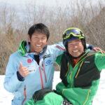 デフリンピック出場のため成田へ向かう中村晃大(デフ)と野島弘(トリノパラリンピック日本代表、ジュニア育成担当)