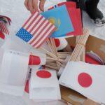 「参加した選手全員を応援したい」と用意された9カ国の旗。ボランティアが一つひとつつくりあげた思いとともに、会場を彩った (撮影:星野恭子)