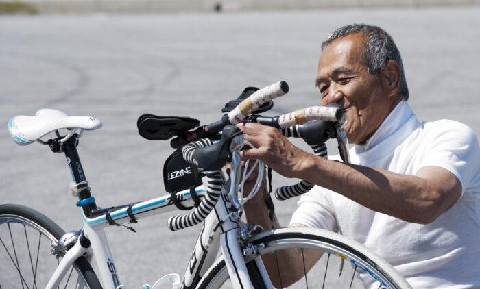 金城雅夫さん。バイクメカニック。アイアンマン、トライアスロン出場経験を生かし、日本人の視覚障害者としてトライアスリート第1号と言われる杉本博敬さんとともに出場の機会を求めた。 (写真:佐々木延江)
