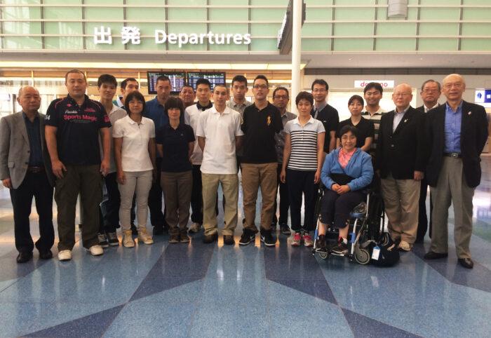世界選手権出場のため羽田空港を出発する日本選手団