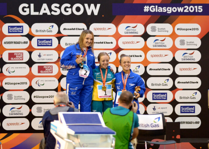 女子100メートル平泳ぎの表彰式