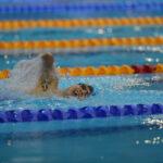 男子150メートル個人メドレー、クロールのパートを泳ぐ、鈴木孝幸