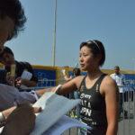 レース後、日本の現地特派員からのインタビューをうける秦由加子