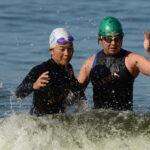 PT5女子、山田敦子(左)、ガイド脇真由美(右)スイムアップ