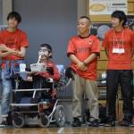 決勝戦での横浜クラッカーズ平野誠樹監督。念入りな作戦の成果を確認する