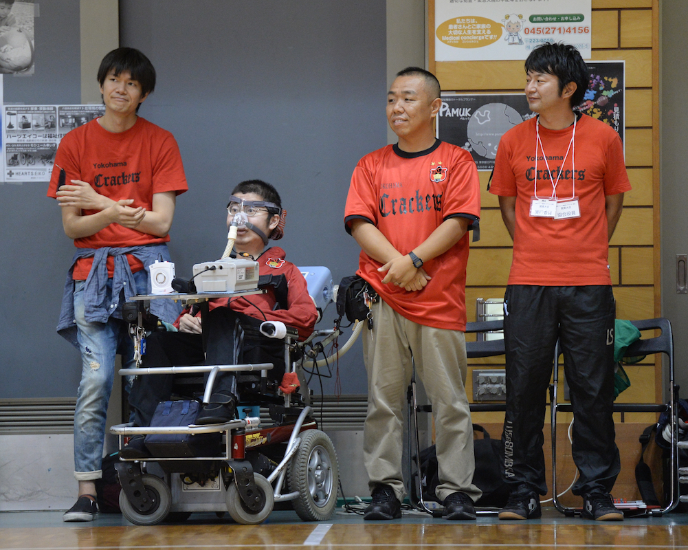 決勝戦での横浜クラッカーズ平野誠樹監督。念入りな作戦の成果を確認する。