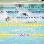 男子50メートル自由形S5、鈴木孝幸(両大腿・右手欠損・ゴールドウィン)の泳ぎ
