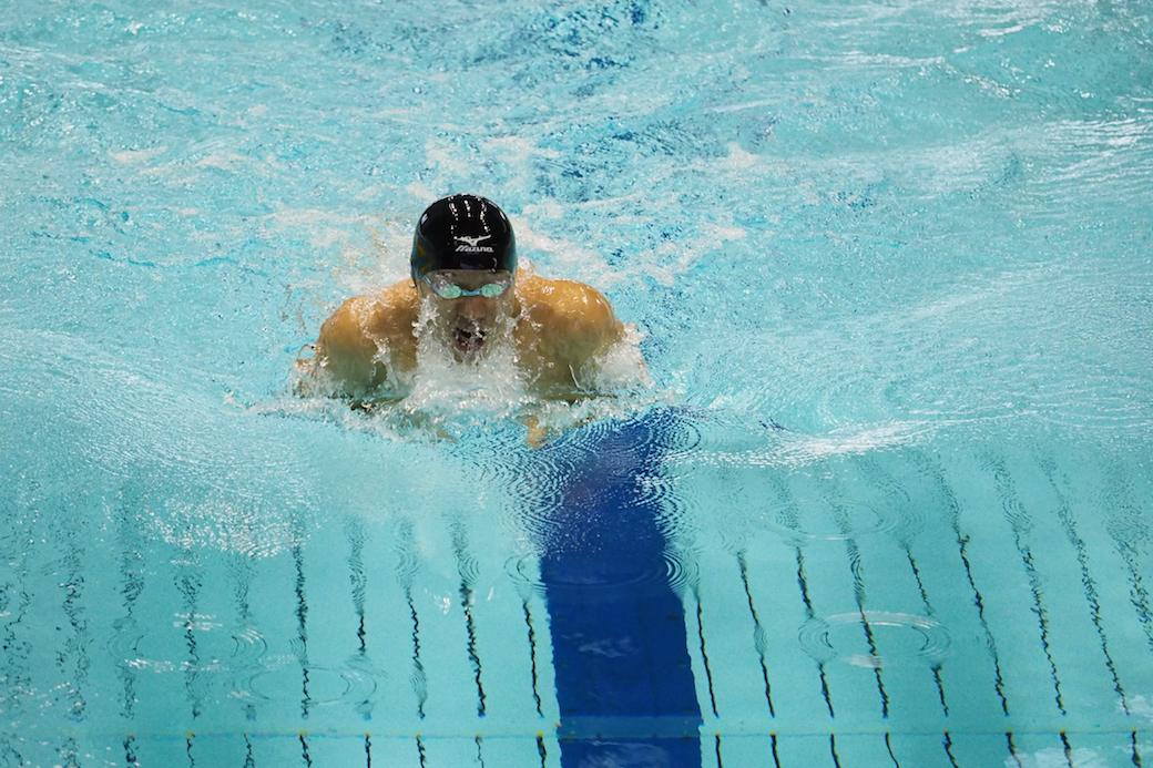 田中康大(個人・知的障害)100メートル平泳ぎ。今大会もっとも世界記録に近いとして表彰された。 写真:西川隼矢