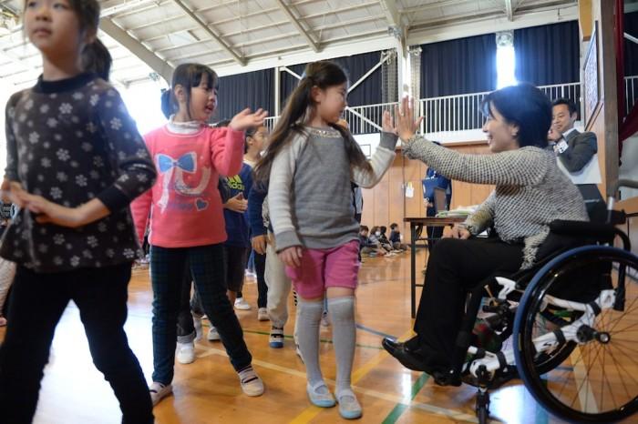 田口亜希、磯子小学校での講演。子供たちとのお別れ
