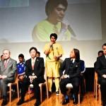 記者会見の様子。豊富を述べる原田洋行選手(ソーシャルフットボール・Espacio)