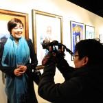 自閉症の人の作品を展示したギャラリーで行われたパーティーに参加した阿部総理夫人