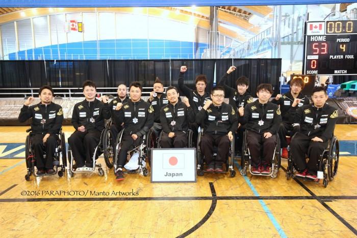 銅メダルを獲得した、日本代表チーム 写真・中村真人