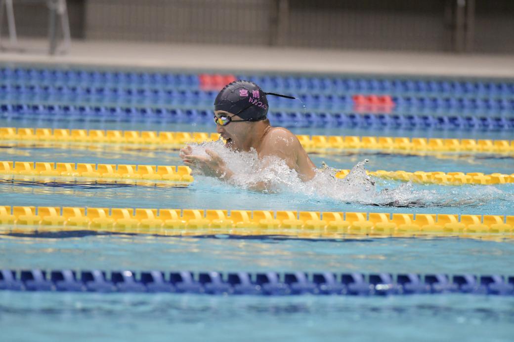400メートル個人メドレー、平泳ぎのパートを泳ぐ林田泰河(宮前ドルフィン) 写真・佐々木延江