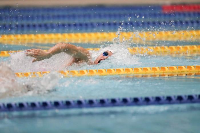 100メートル自由形決勝宮崎哲(あいおいニッセイ同和損保)56秒80の大会新記録で優勝 写真・藤井理仁