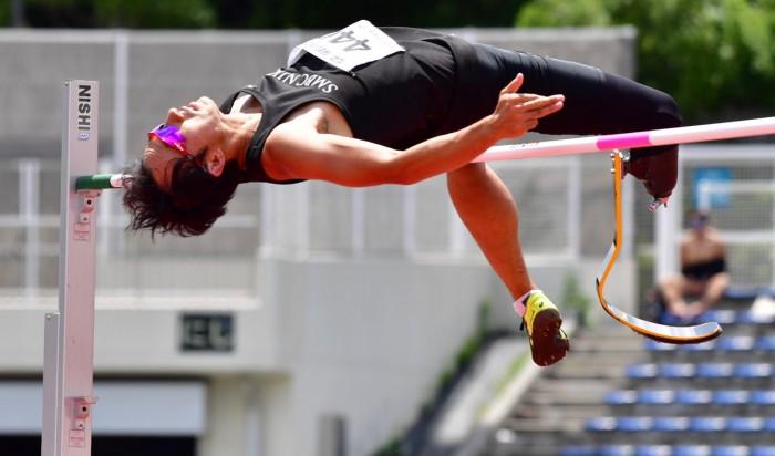鈴木徹(SMBC日興証券)の跳躍。写真は197センチ跳躍時