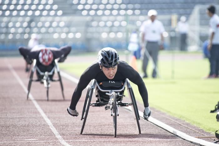 車椅子800Mで、鈴木朋樹が樋口ら破り優勝!