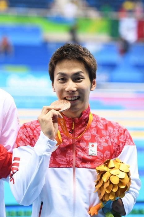 50メートル自由形(S9)で銅メダルを獲得した山田拓朗の表彰式 写真・西川隼矢
