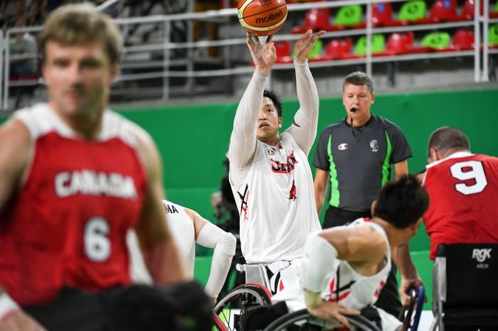 チームの大黒柱としてゲームの流れを作った藤本選手 写真・三浦宏之
