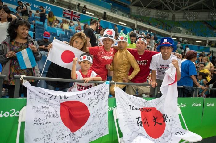 予選リーグ最終戦、日本からも応援団がかけつけた 写真・三浦宏之