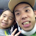 高田選手のご主人(高田裕士さん)と息子さん リオに向かう機内から離陸直前にテレビ電話で取材