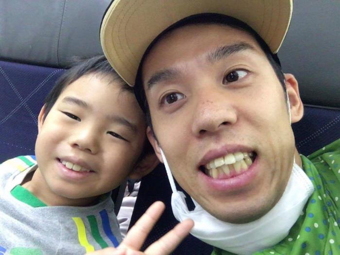 高田裕士と息子の諭樹くん リオに向かう機内から離陸直前にテレビ電話で取材 写真提供・高田裕士
