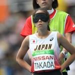 走る方向を入念にチェックする高田選手 写真・三浦宏之