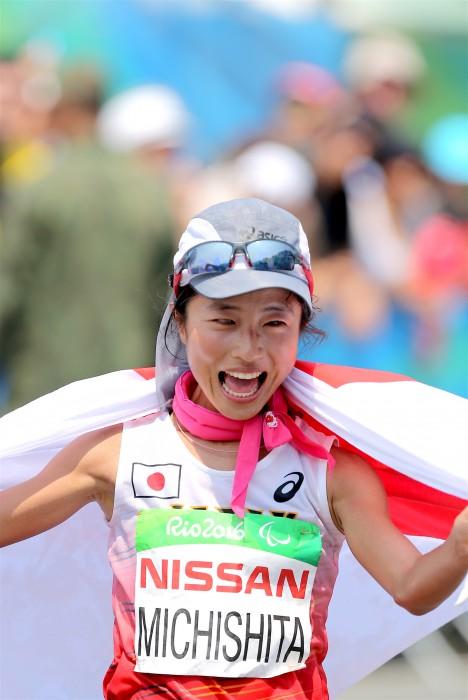 マラソン:道下が銀「伴走者と支えてくれる周りの人に感謝」