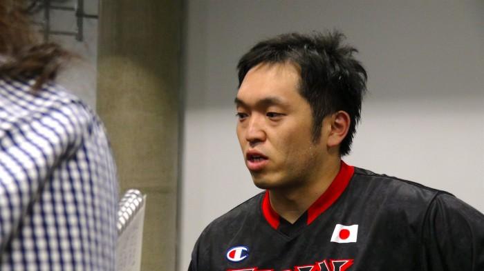 トルコとの試合後、インタビューに答える藤本怜央 写真・堀潤