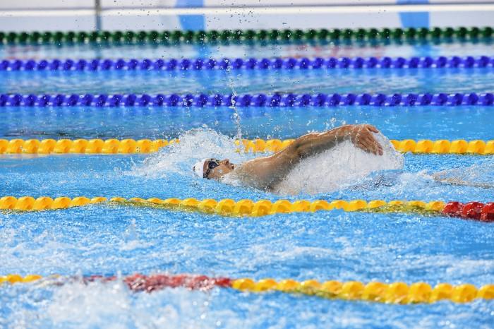 力強い泳ぎを見せた津川 写真・西川隼矢
