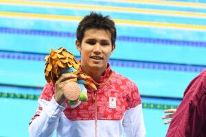 木村敬一、100メートル自由形(S11)の表彰式