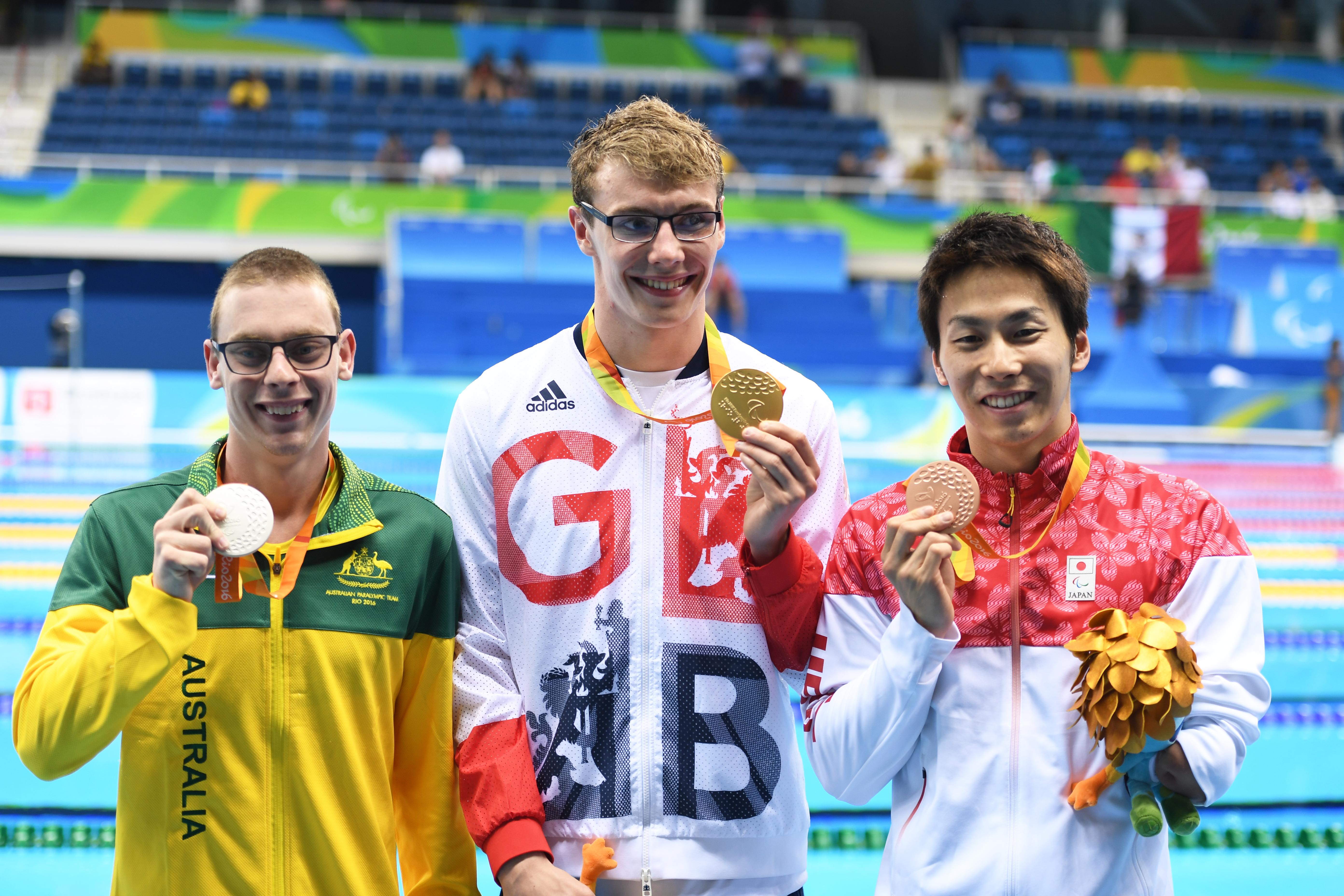 50メートル自由形(S9)の表彰式。1位Wylie Matthew、2位DiskenTmothy、3位 山田拓朗 写真・西川隼矢