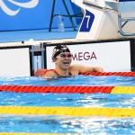 アジア記録更新で喜ぶ成田選手