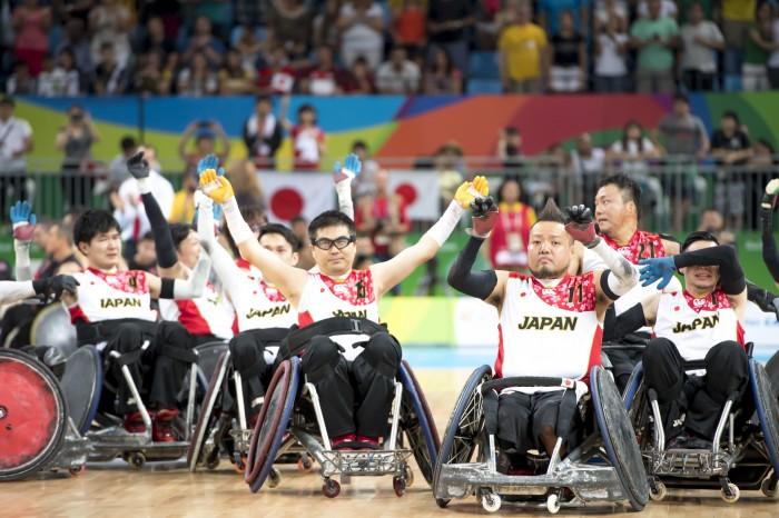 カナダに勝利し銅メダルが決まった、日本代表チーム 写真・山下元気