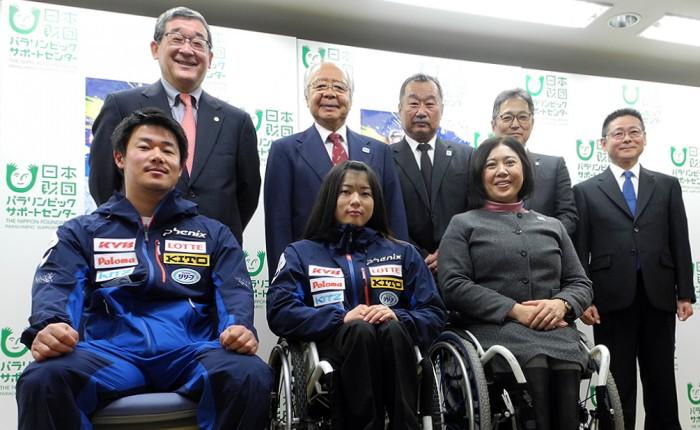 2017年3月に開催が決まったIPCアルペンスキー記者会見に出席した日本代表選手と競技スタッフ